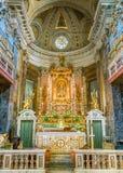 Altar principal en la iglesia de Santa Maria adentro vía, en Roma, Italia foto de archivo libre de regalías