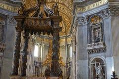 Altar in San Pietro Lizenzfreie Stockbilder