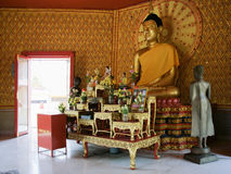 Altar before a statue of Buddha Royalty Free Stock Images