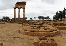 Altar - templo del echador y de Polux Foto de archivo libre de regalías