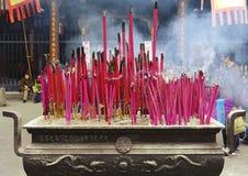 Altar tradicional chino del incienso en templo Imagenes de archivo