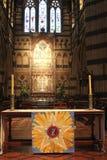 Altar- und Buntglasfenster im St. Pauls Cathedral in Melborune, Australien Lizenzfreies Stockbild