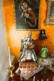 Altar und Ikonen in der alten Kirche in Arequipa, Peru, Südamerika. Lizenzfreie Stockfotografie