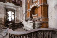 Altar in verlassener Kirche Lizenzfreies Stockbild