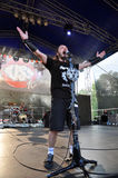 Altarband führt ein Livehardrockkonzert durch Lizenzfreie Stockfotografie