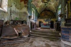 altare abbandonato di vista della chiesa Immagine Stock