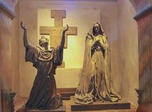 Altare alla vecchia missione Santa Barbara CA Immagine Stock