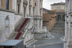 Altare av den fäderneslandAltare dellaen Patria som är bekant som den nationella monumentet till Victor Emmanuel II eller II Vitt Royaltyfria Bilder