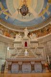 Altare av en kristen kyrka arkivbilder