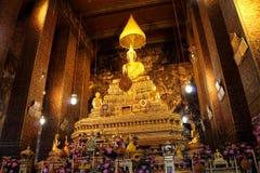 Altare Buddha in tempio Fotografie Stock