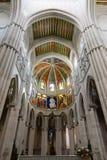 Altare in cattedrale di Almudena, Madrid Fotografie Stock