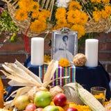 Altare con la foto della persona morta alla via di Olvera Fotografie Stock