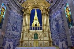 Altare con la statua di un san Fotografie Stock Libere da Diritti
