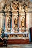 Altare con le statue della chiesa medievale sull'isola Korcula Croazia Fotografia Stock Libera da Diritti