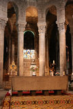 Altare - coro - basilica Notre-Dame - Orcival - Francia Fotografia Stock