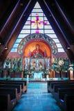 Altare decorato della chiesa Immagini Stock