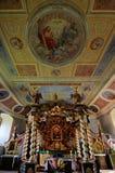 Altare del baldacchino nella chiesa di trinità santa in Czaplinek Fotografie Stock