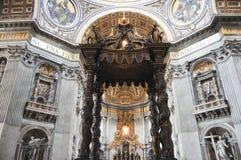 Altare del ` s Baldacchino di Bernini - basilica del ` s di St Peter - Città del Vaticano Fotografia Stock