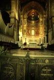 Altare della cattedrale di Monreale & mosaici dorati, Sicilia Fotografia Stock