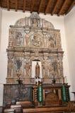 Altare della chiesa di Adobe in Santa Fe New Mexico Fotografia Stock
