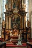 Altare della chiesa gotica antica della st Vitus in Cesky Krumlov Fotografie Stock Libere da Diritti