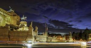 Altare della notte illuminata patria a Roma Fotografia Stock Libera da Diritti