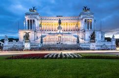 Altare della patria alla notte, Roma, Italia Immagine Stock