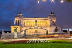Altare della patria alla notte, Roma, Italia Immagini Stock