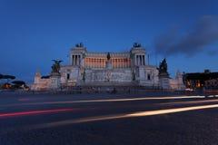 Altare della Patria på solnedgången i Rome Royaltyfri Foto