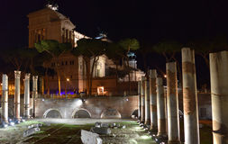 Altare-della Patria Rom bis zum Nacht Stockfotos