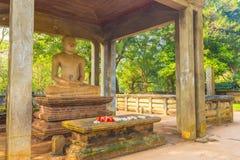 Altare della statua di Anuradhapura Samadhi Buddha inclinato Immagini Stock