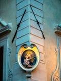 Altare della via con Maria e Gesù a Roma Fotografia Stock Libera da Diritti