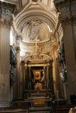 Altare dentro la basilica - Italia Immagini Stock Libere da Diritti