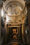 Altare dentro la basilica - Italia Immagine Stock