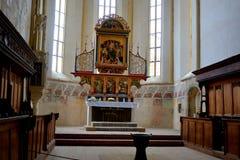 Altare dentro la vecchia chiesa luterana medievale del sassone in Sighisoara, la Transilvania, Romania Fotografie Stock