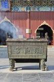 Altare di fumo del ferro a Lama Temple, Pechino Fotografia Stock