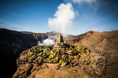 Altare di Ganesh dal lato del cratere di Bromo Fotografie Stock
