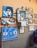 Altare di Maradona fuori della barra Nilo a Napoli Immagini Stock