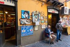 Altare di Maradona fuori della barra Nilo a Napoli Fotografia Stock Libera da Diritti