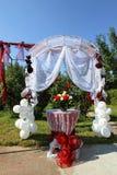 Altare di nozze con la decorazione Fotografia Stock Libera da Diritti