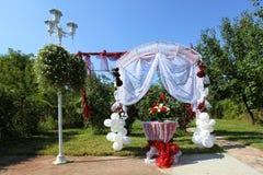 Altare di nozze con la decorazione Fotografia Stock
