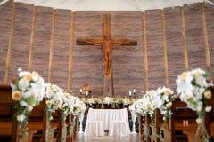 Altare di nozze nella chiesa Fotografie Stock Libere da Diritti