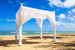 Altare di nozze sulla spiaggia Fotografie Stock Libere da Diritti