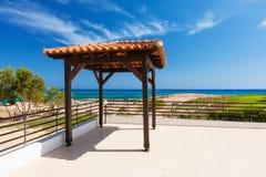 Altare di nozze sulla spiaggia, del mar Mediterraneo, porcile semplice Fotografia Stock