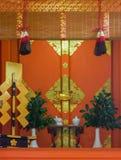 Altare di piccolo santuario al santuario shintoista di Fushimi Inari Taisha Fotografia Stock