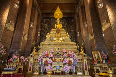 Altare dorato al tempio di Wat Pho a Bangkok Fotografie Stock