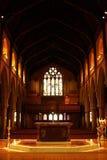 Altare e finestra di vetro macchiata Immagini Stock