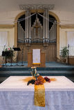Altare e organo della chiesa della colonna Fotografia Stock Libera da Diritti