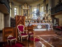 Altare e poltrona principali del sacerdote di Santa Maria a Oporto dentro Fotografia Stock Libera da Diritti