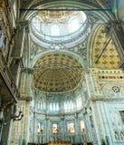Altare e soffitto di Como Fotografie Stock